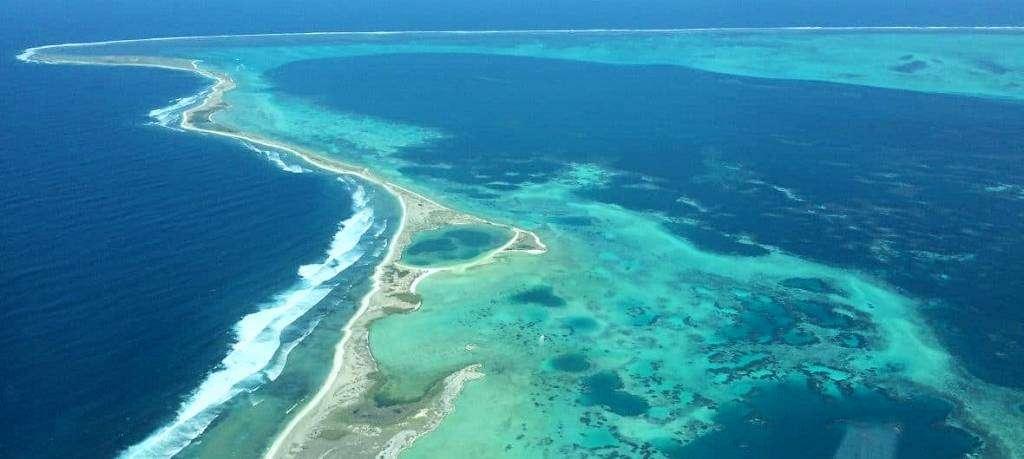 Abrolhos Islands scenic flights Australia